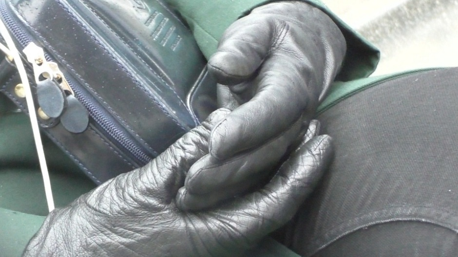 girl-wearing-leather-gloves